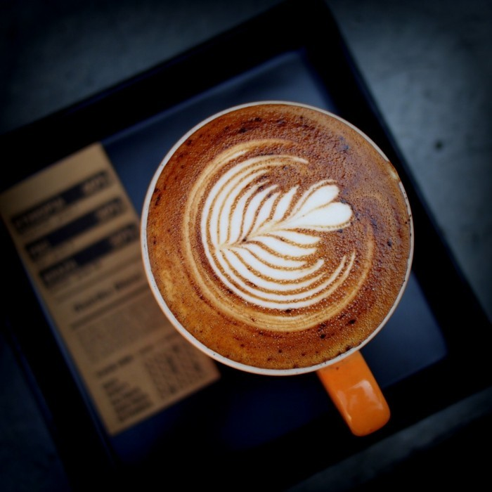 cafe-macchiato-peinture-sur-café-on-amour-cappucino