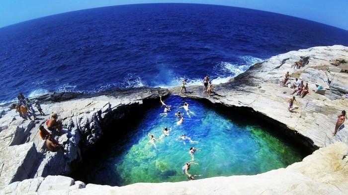camping-avec-piscine-naturelle-piscine-bassin-naturel