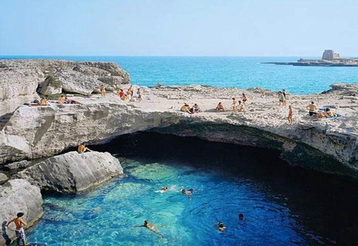 camping-piscine-naturelle-piscine-en-pierre-naturelle
