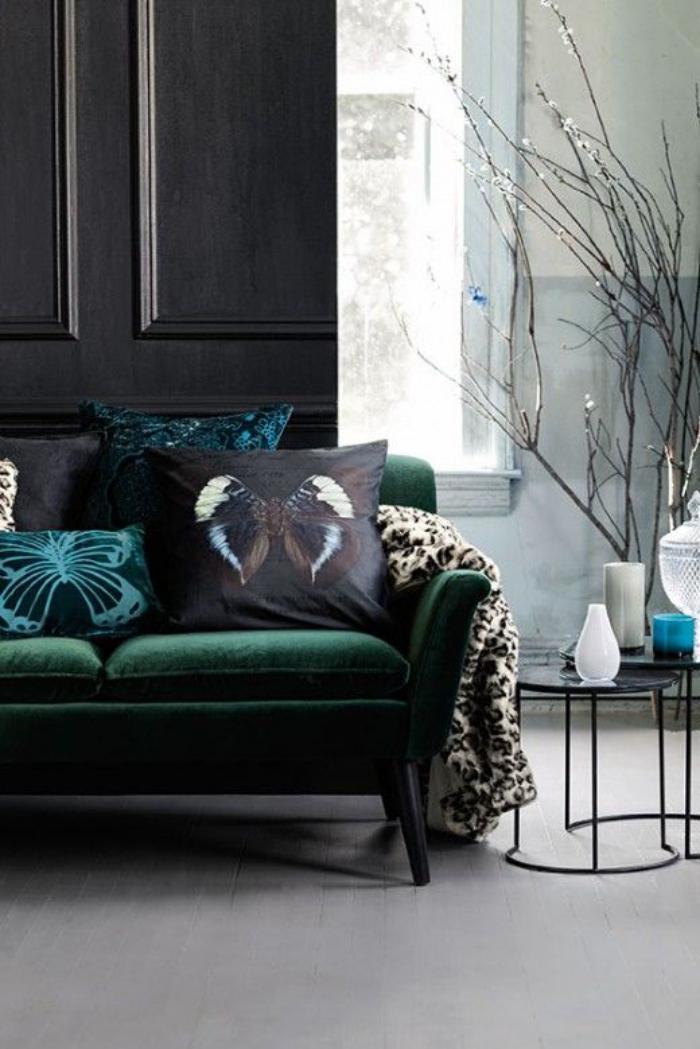 canapé-vert-assise-en-peluche-aménagement-pour-l'intérieur