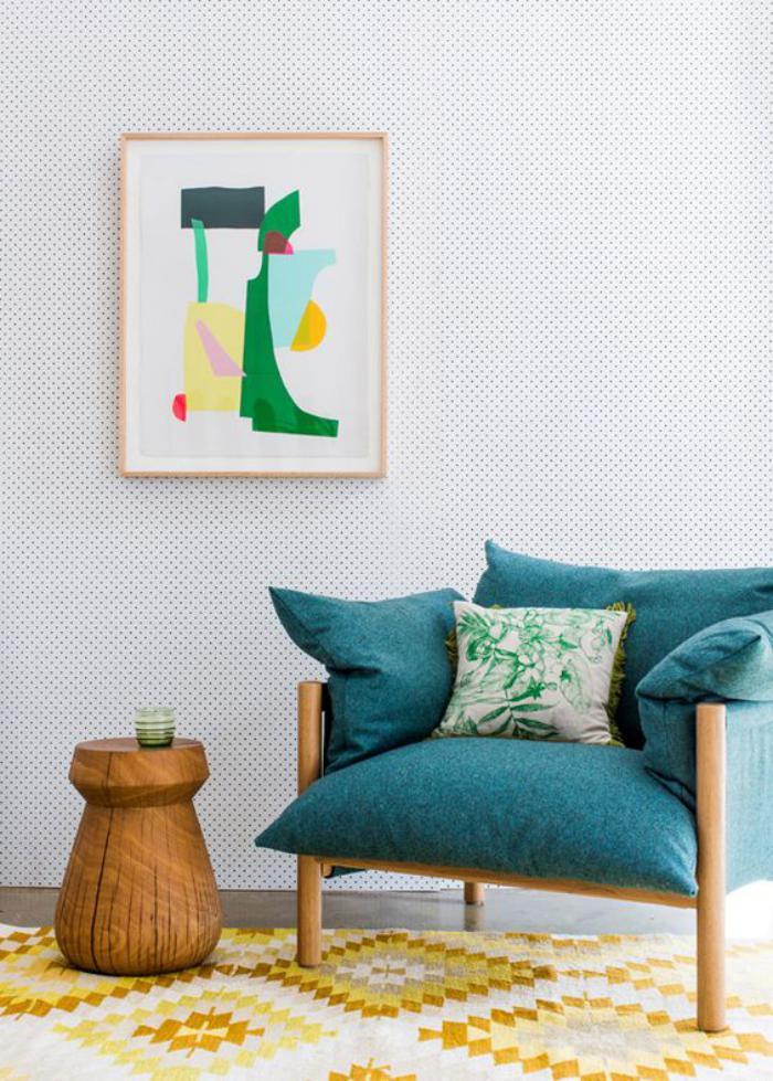 canapé-vert-joli-canapé-confortable-tapis-jaune