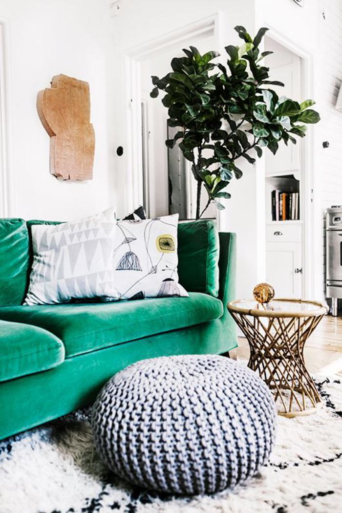 canapé-vert-pouf-gris-tricoté-tapis-berbère