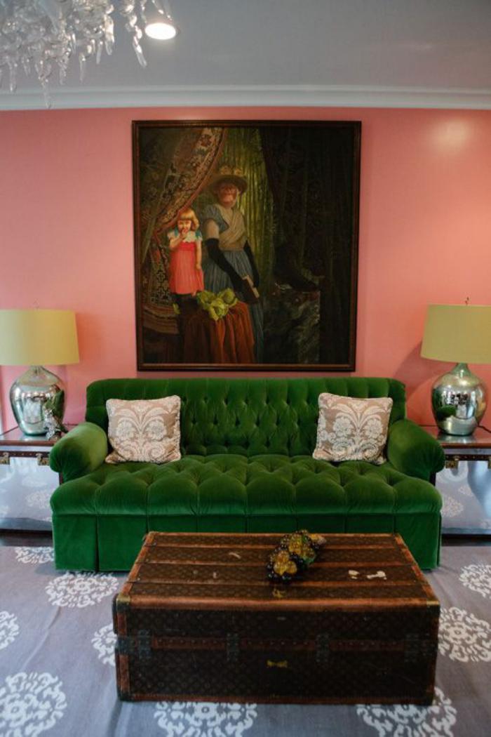 canapé-vert-table-coffre-pièce-vintage-style