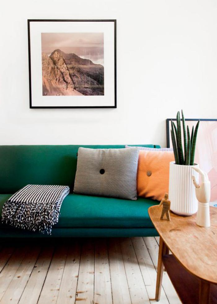 canapé-vert-table-en-bois-originale-tableau-photographie-artistique