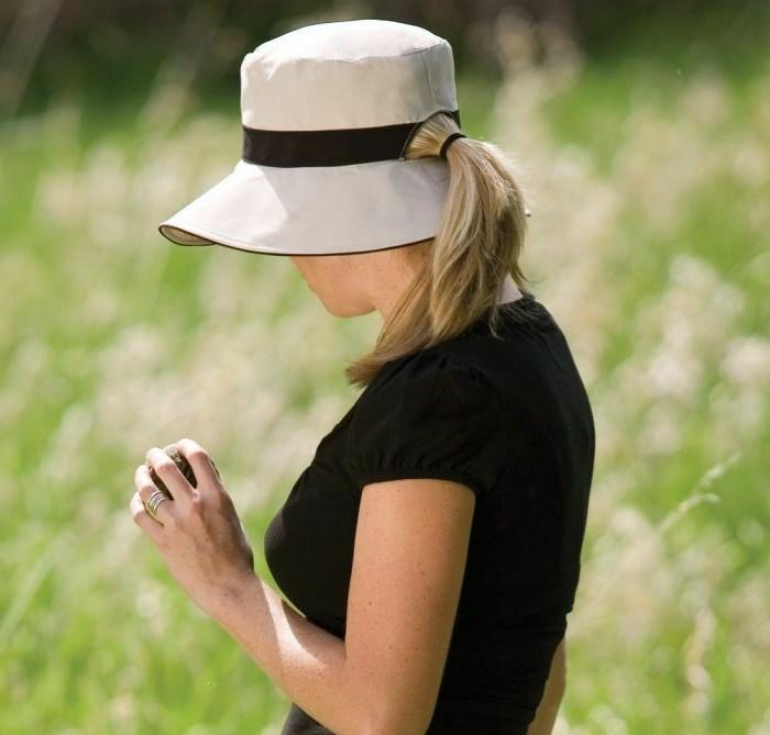 chapeau-femme-ete-avec-un-trou-derriere-pour-les-queues-de-cheval-resized