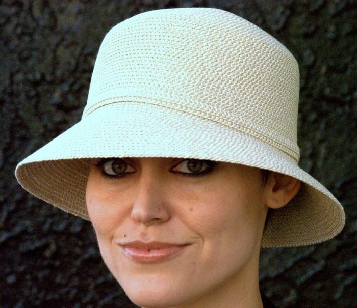chapeau-femme-ete-beige-camouflage-a-la-plage-resized