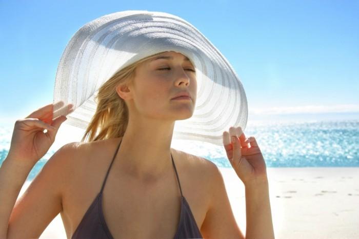 chapeau-femme-ete-blanc-pour-la-plage-resized