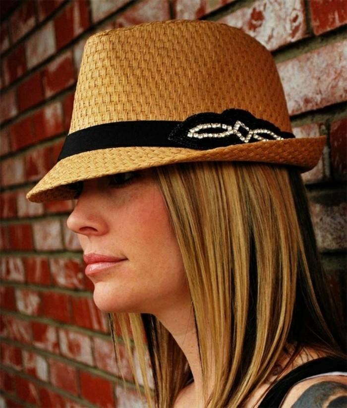 chapeau-femme-ete-chic-aussi-pour-le-bar-resized