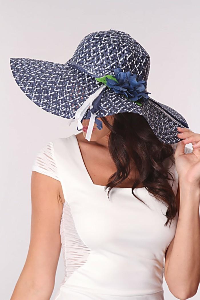 chapeau-femme-ete-coquin-et-joyeux-resized