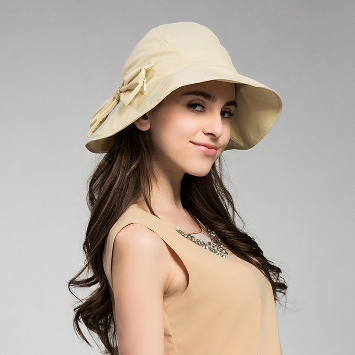 chapeau-femme-ete-jaune-en-tissu-motif-fleuri-au-bord-resized