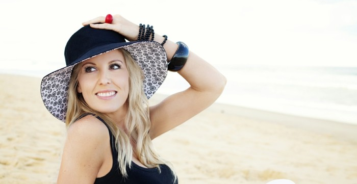 chapeau-femme-ete-joie-a-la-plage-resized