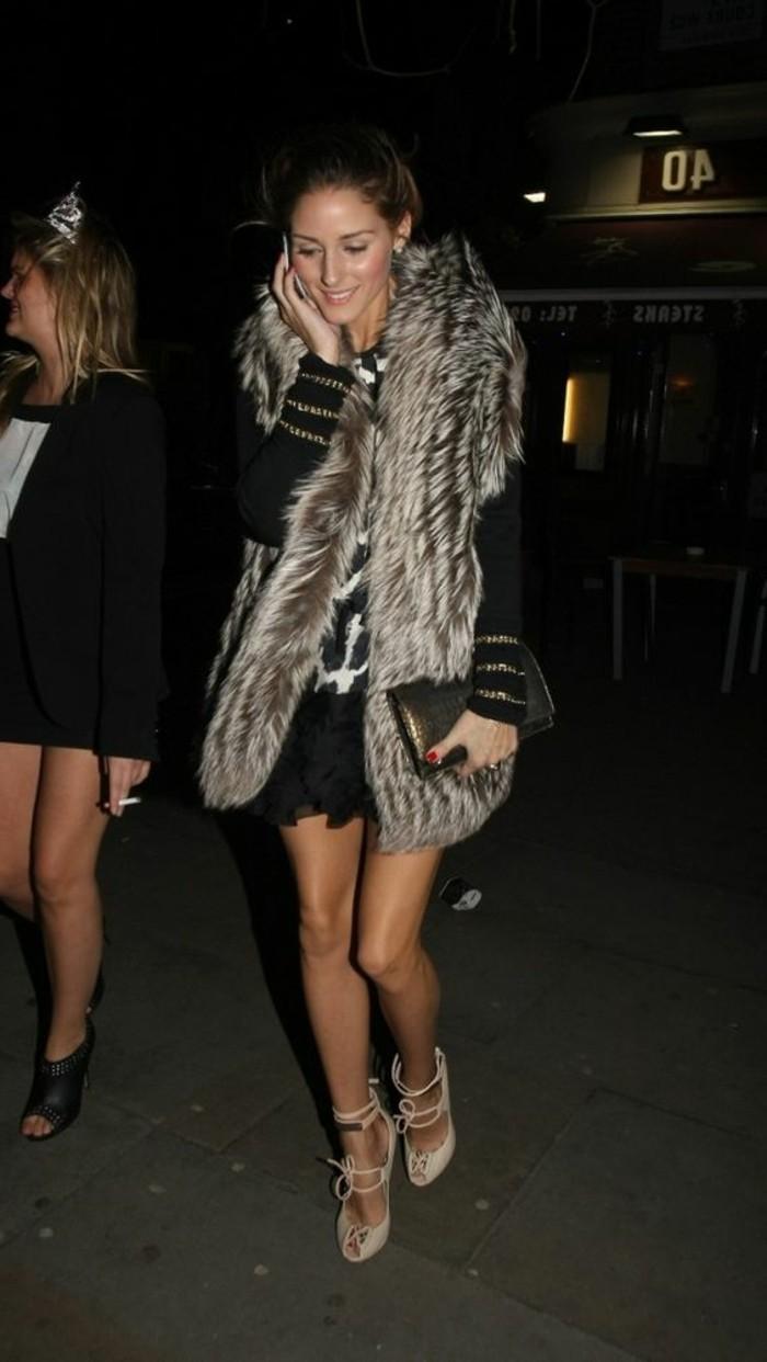 chaussures-elegantes-gilet-long-sans-manche-femme-sac-a-main-moderne-cheveux-blonds