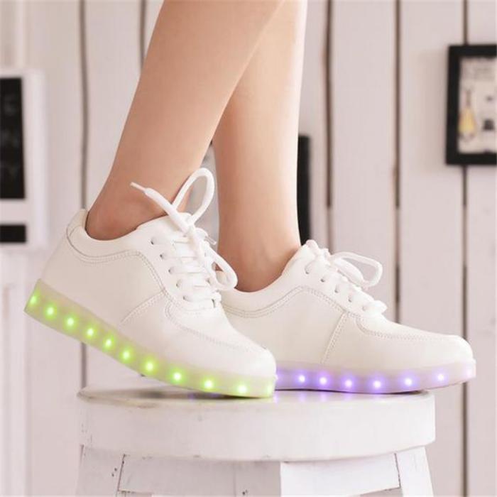 chaussures-lumineuses-émettant-lumineux-en-deux-couleursq
