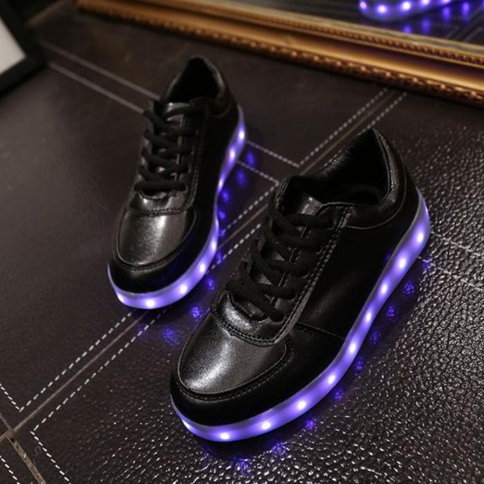 chaussures-lumineuses-baskets-noirs-lumières-led