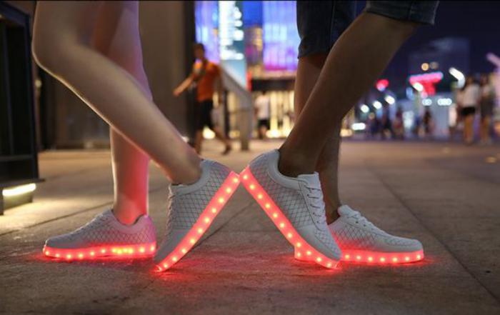 chaussures-lumineuses-belles-plateformes-blanches-femmes