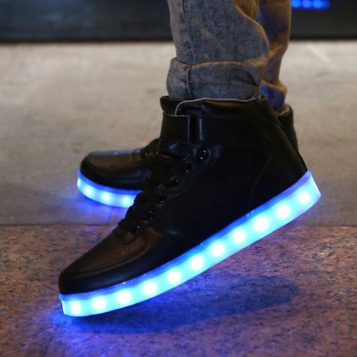 chaussures-lumineuses-chaussures-hommes-éméttant