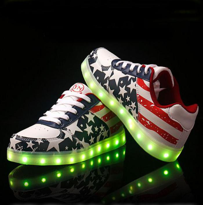 Les chaussures lumineuses une tendance qui est l de - Chaussures originales pas cher ...