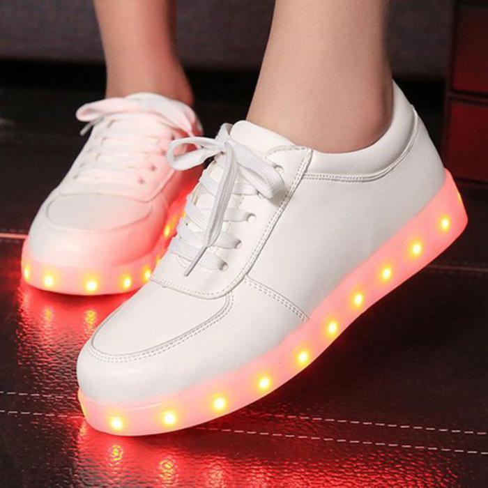 chaussures-lumineuses-des-basket-lumineux-blancs-mode-amusante