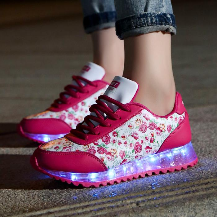 chaussures-lumineuses-jolies-chaussures-de-sport-pour-femmes