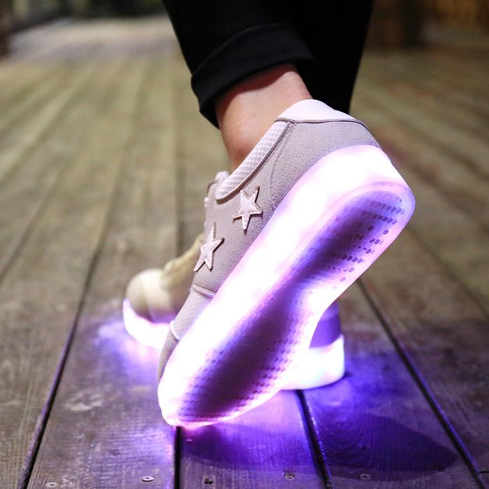 chaussures-lumineuses-la-mode-des-chaussures-led