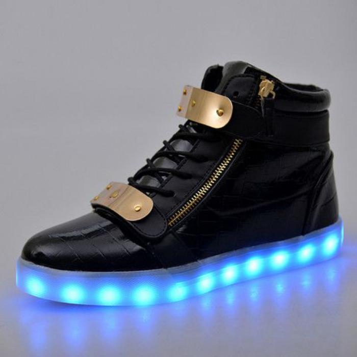 chaussures-lumineuses-le-hit-de-la-nuit-chaussures-noires-lumineuses