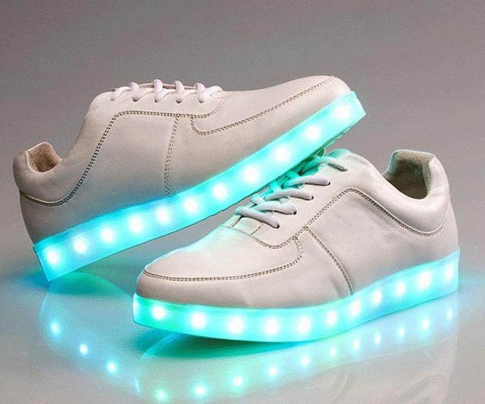 chaussures-lumineuses-sneakers-chaussures-blanches-lumineuses