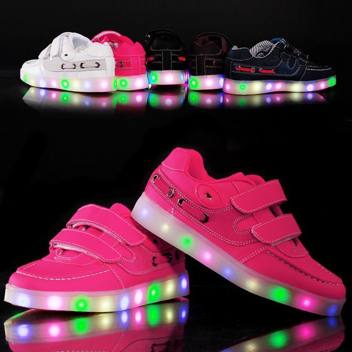 chaussures-lumineuses-sneakers-originaux-en-couleurs