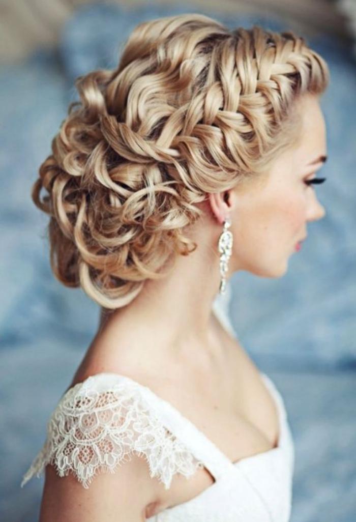 cheveux,bouclés,coiffure,de,mariée,sur,cheveux,bouclés,