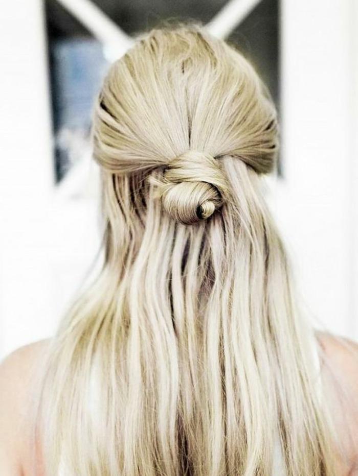 chignon-cheveux-blonds-femme-moderne-tendance-coiffure-2016-femme