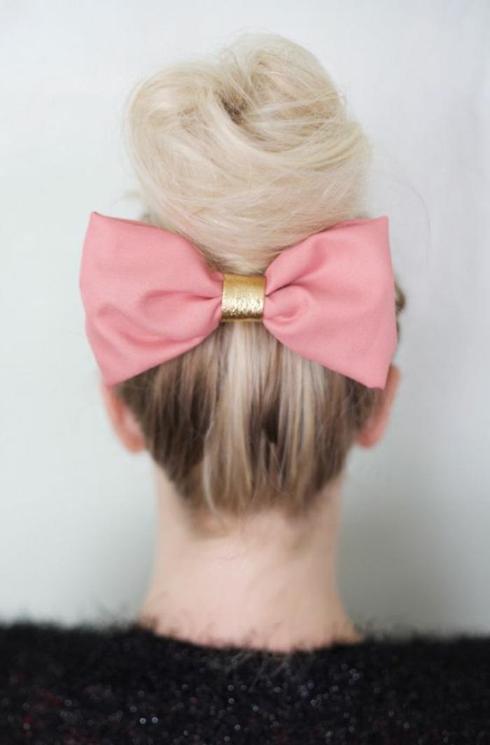 chignon-romantique-cheveux-blonds-pour-les-femmes-modernes-coiffure-mi-long-2016