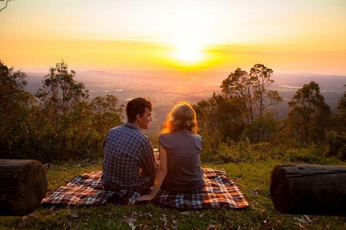 chouette-couple-lever-du-soleil-photographie-cool-idée-couple-pique-nique