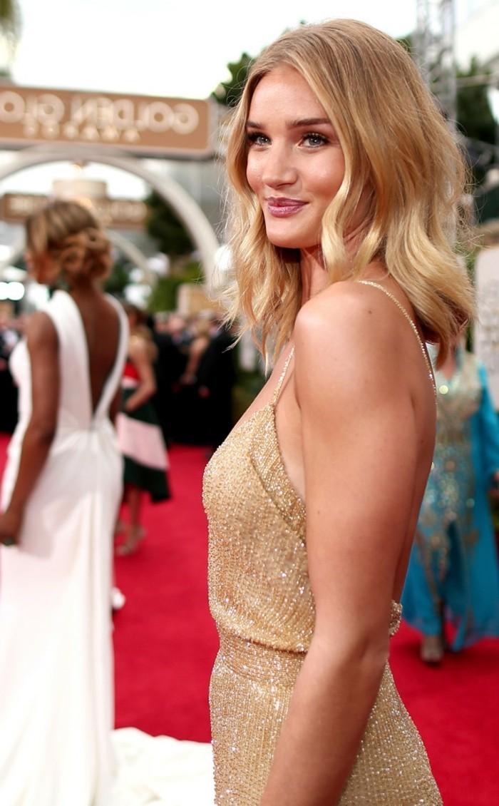 chouette-idée-coupe-de-cheveux-Rosie-Huntington-Whiteley-blonde