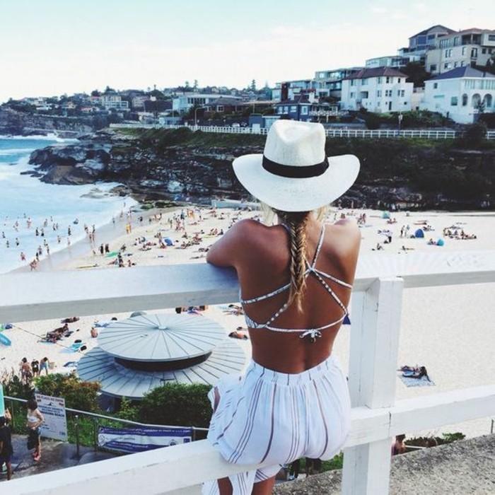 chouette-idée-de-tenue-été-en-blanc-au-bord-de-la-mer