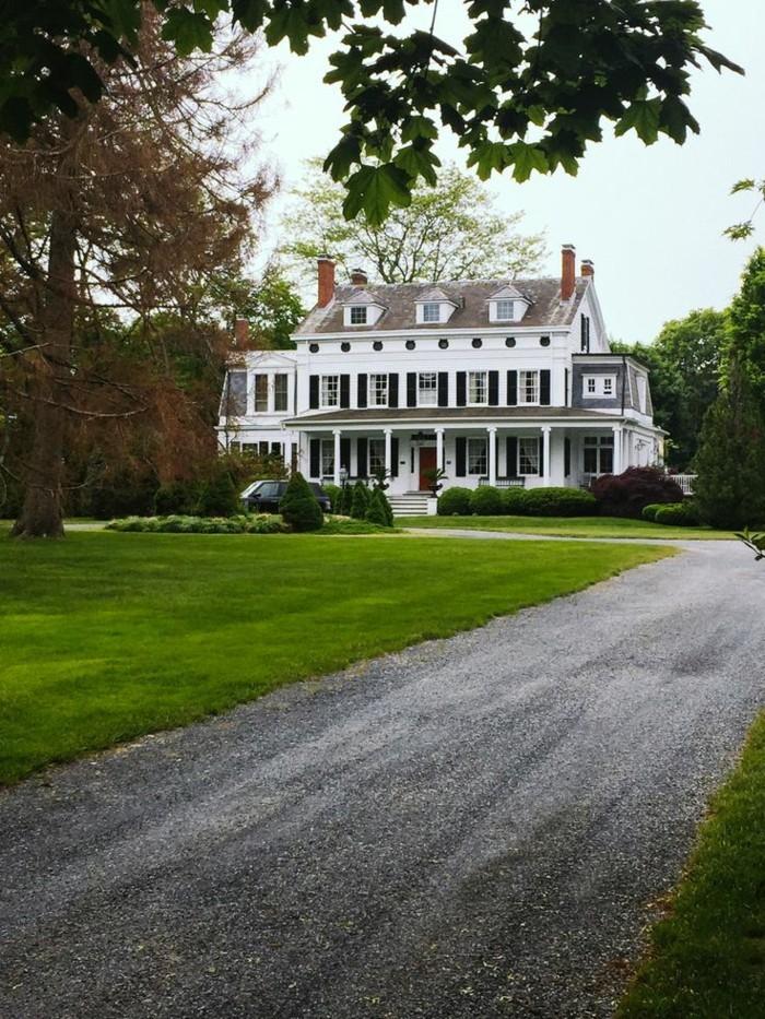 chouette-maison-colonial-style-architecture-très-belle