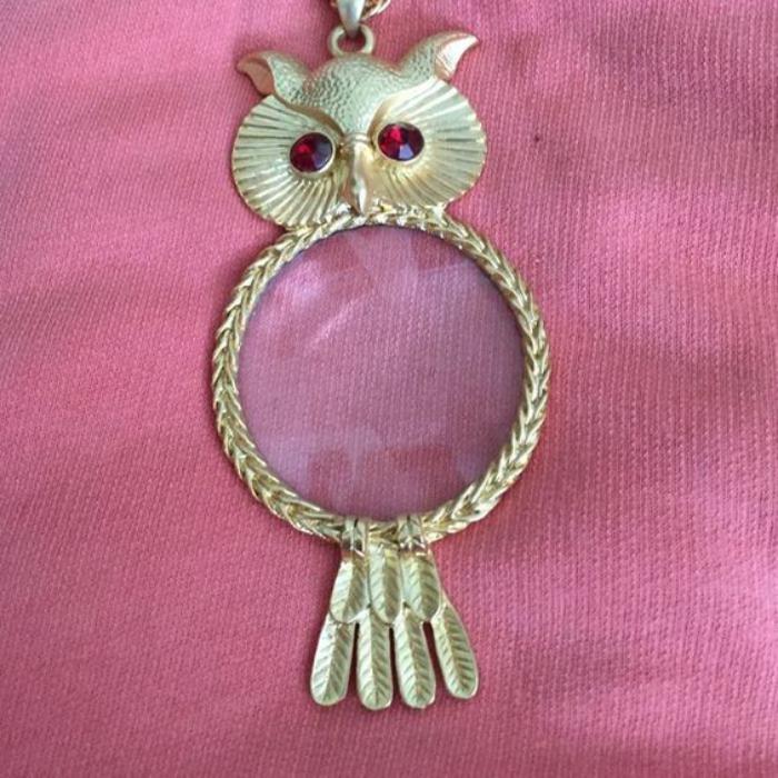 collier-hibou-métal-jaune-et-pierre-rose