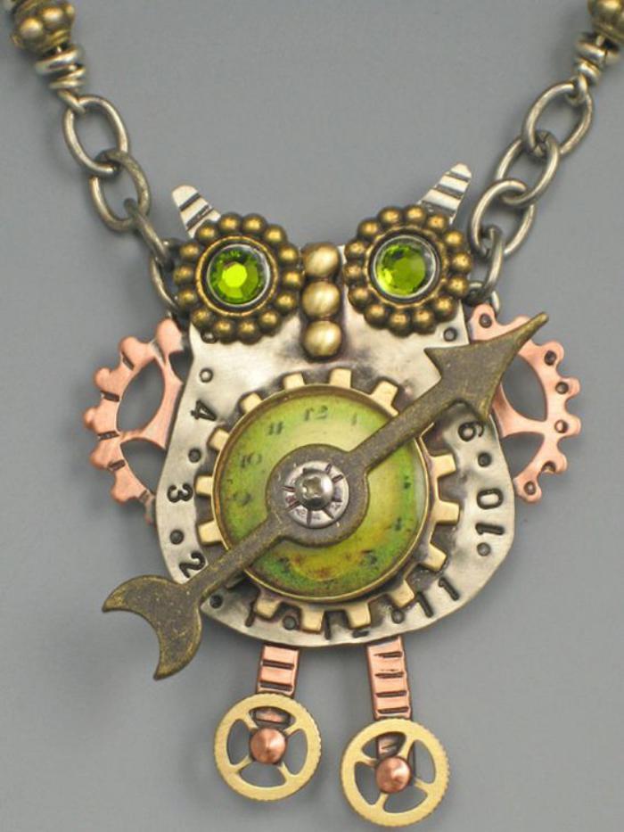 collier-hibou-motifs-mécaniques-cuivcre-et-pierres