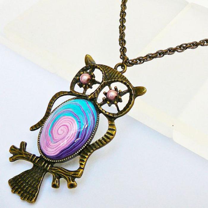 collier-hibou-pendentif-métal-et-pierres