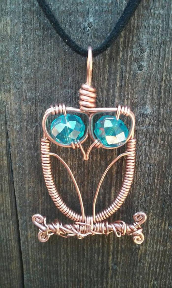 collier-hibou-yeux-en-pierres-bleues