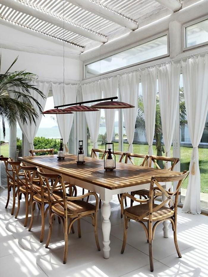 colonial-style-belle-véranda-idée-meuble-exotique-maison-style-colonial-balcon