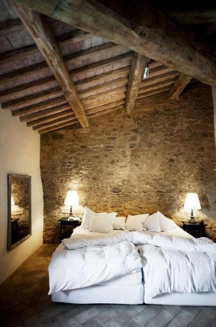 Mur En Bois Chambre : les-murs-dans-la-chambre-a-coucher-plafond-sous-combles-en-bois-clair
