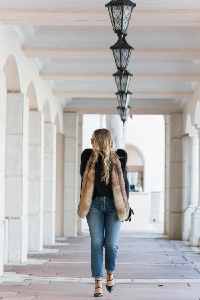 comment-porter-gilet-long-sans-manche-femme-fourrure-beige