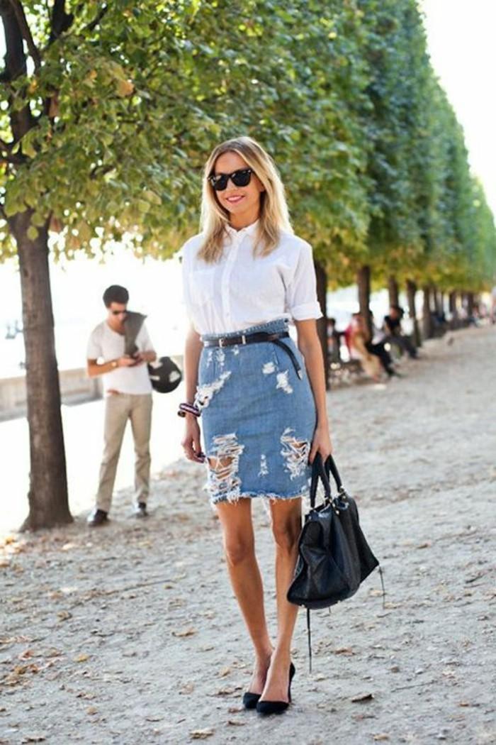 comment-porter-la-jupe-en-denim-mini-jupe-en-jean-tendances-pour-les-femmes-chaussures-noires