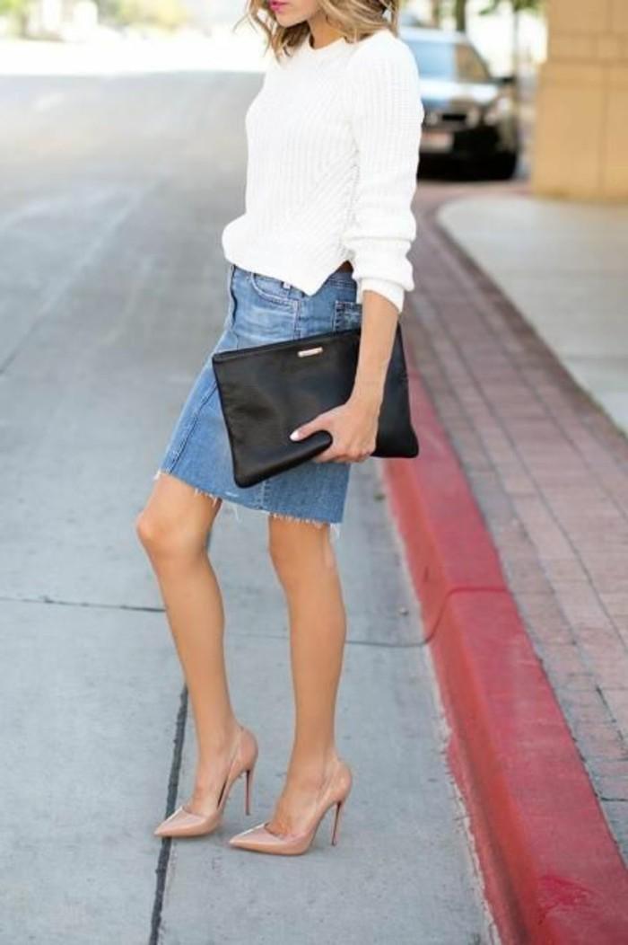 comment-porter-la-mini-jupe-jupe-courte-en-denim-talons-beige-à-talons-hauts
