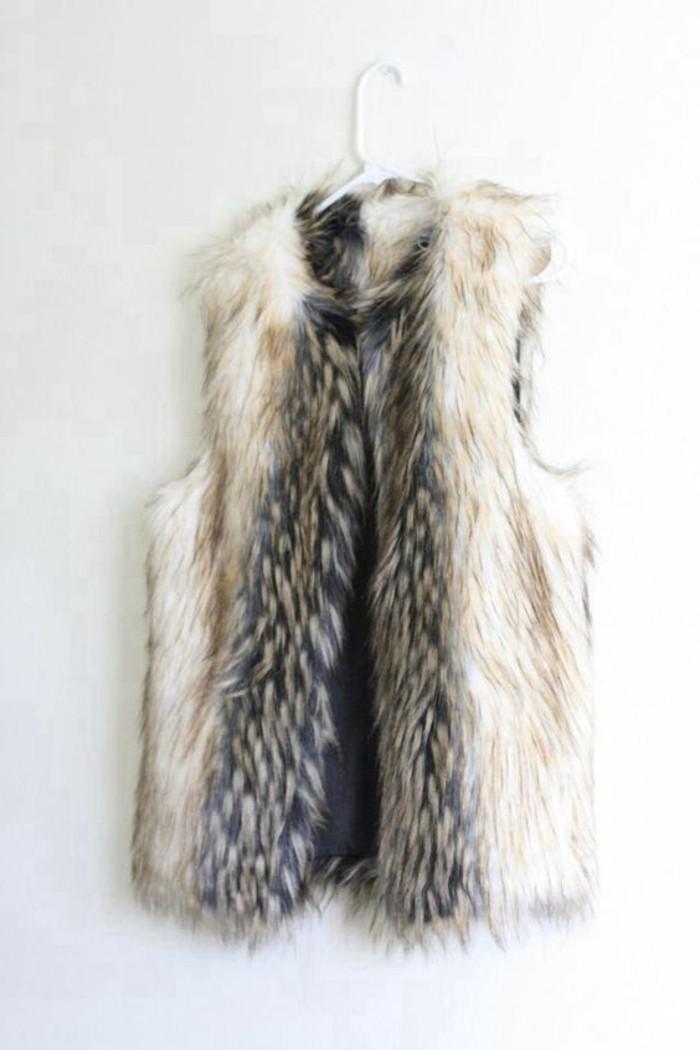 comment-porter-un-gilet-long-sans-manche-femme