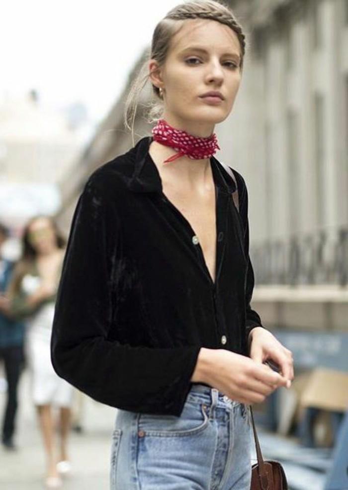 comment-porter-une-écharpe-été-chemise-noire-femme-denim-bleu-clair