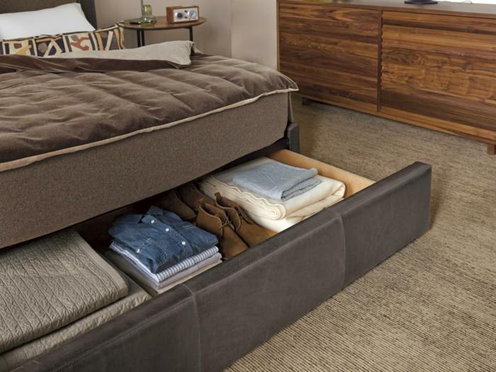 comment-ranger-l-espace-sous-le-lit-dans-la-chambre-a-coucher-parentale