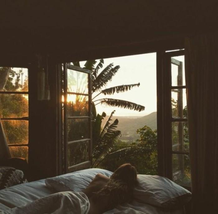 conduit-de-lumière-naturelle-belle-photographie-au-lit-une-chambre-à-coucher-magnifique