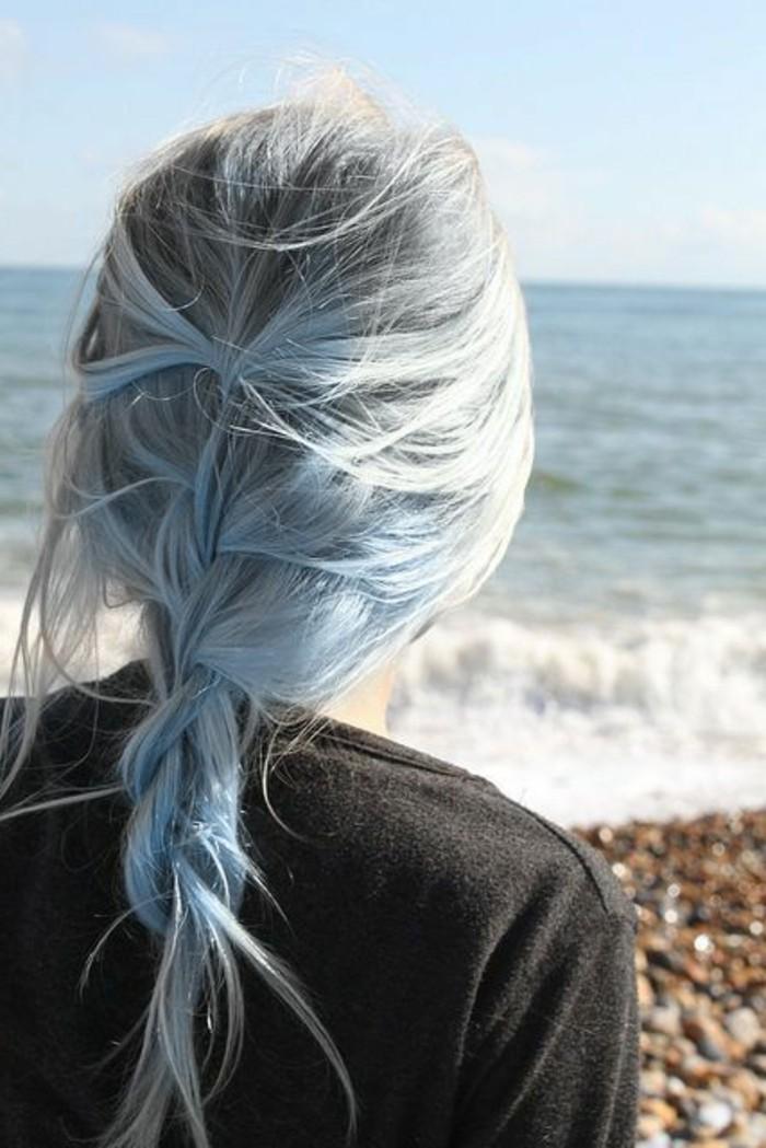couleur-de-cheveux-bleu-coiffure-pour-cheveux-mi-long-bleu-pour-les-femmes-modernes