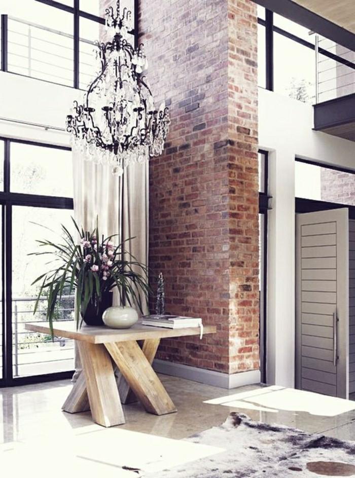 couloir-de-luxe-avec-plaquette-de-parement-brique-rouge-lustre-de-style-baroque-en-crystal-resized
