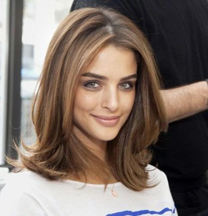 coupe-cheveux-mi-long-épaule-longueur-coiffure-jolie